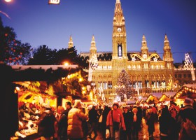 Christmas markets in front of Rathaus (c) WienTourismus
