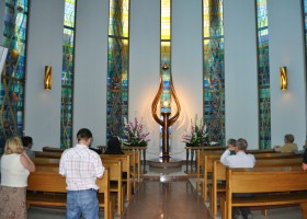 Chapel of Perpetual Adoration (c) milosierdzie.pl