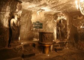 (c) The Wieliczka Salt Mine