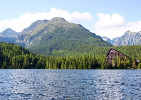 Štrbské pleso, the most popular tarn in Slovakia (c) katkaZV pixabay.com