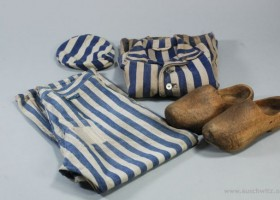 Striped uniform (c) www.auschwitz.org